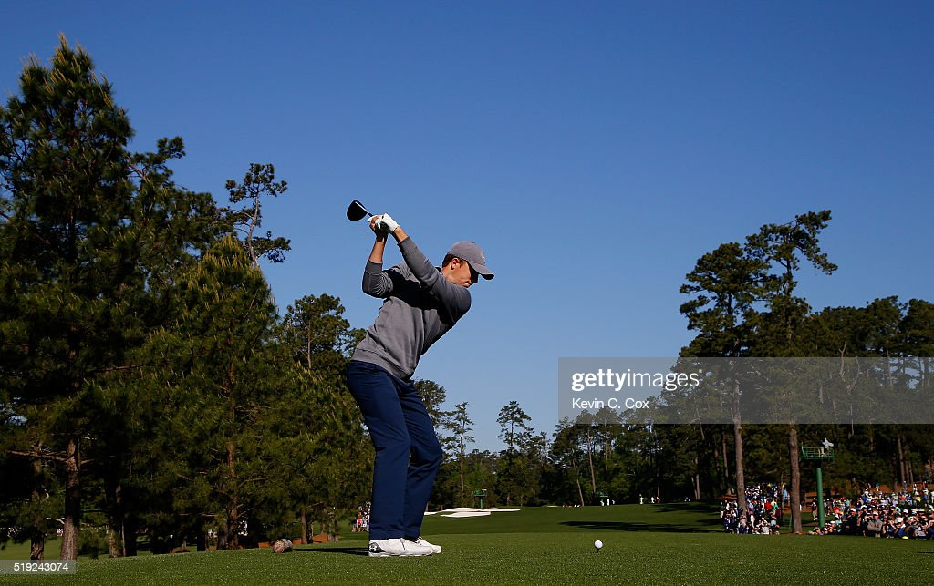 Jordan Spieth of the United States hits a tee shot during a practice round prior to the start of the 2016 Masters Tournament at Augusta National Golf Club on April 5, 2016 in Augusta, Georgia.