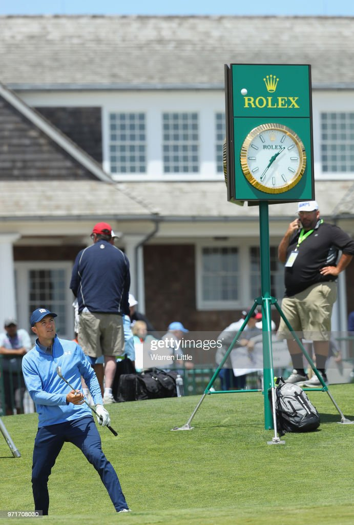 Jordan Spieth of the United States plays the practice green during practice rounds prior to the 2018 U.S. Open at Shinnecock Hills Golf Club on June 11, 2018 in Southampton, New York.