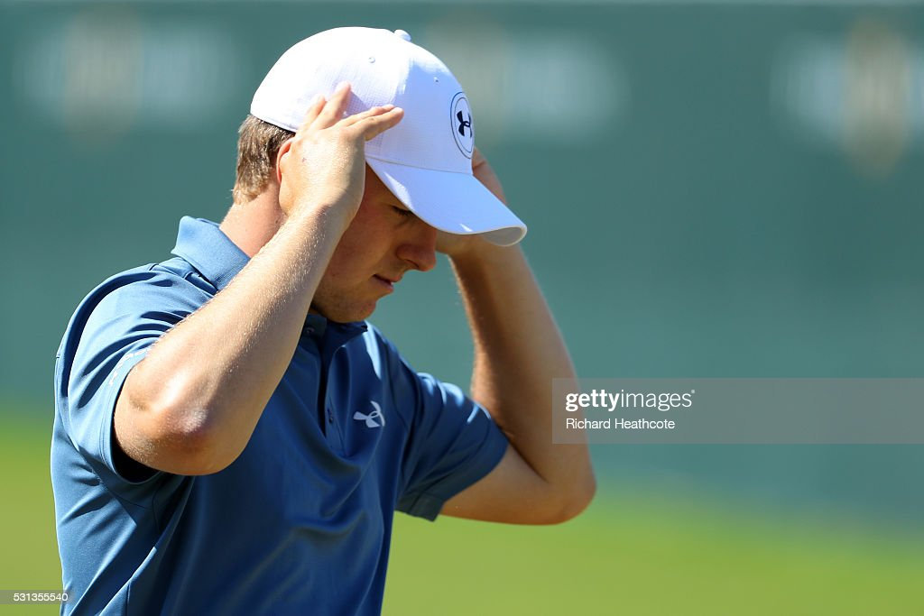 Jordan Spieth of the USA looks dejected as he walks off the 18th green during the resumption of the weather delayed second round of THE PLAYERS Championship at the Stadium course at TPC Sawgrass on May 14, 2016 in Ponte Vedra Beach, Florida.