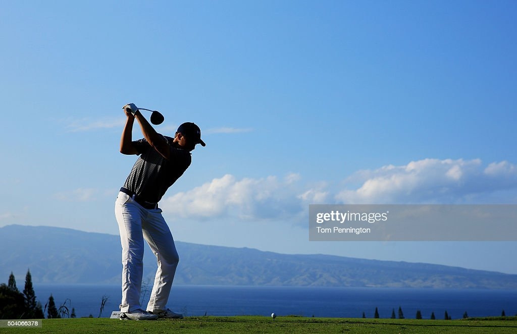 Jordan Spieth plays his shot from the 18th tee during round two of the Hyundai Tournament of Champions at the Plantation Course at Kapalua Golf Club on January 8, 2016 in Lahaina, Hawaii.