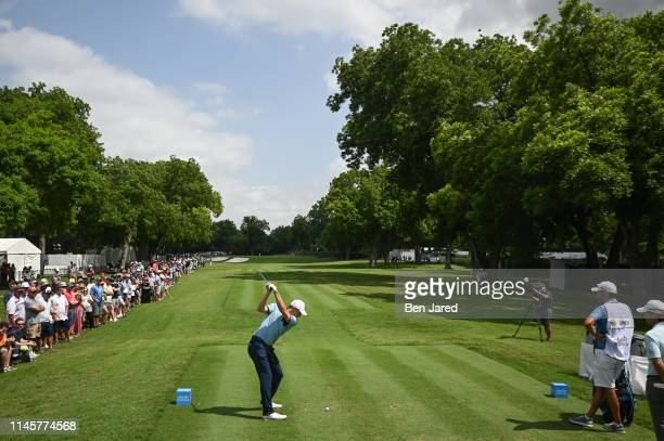 Jordan Spieth swings on the fourth tee during the first round of the Charles Schwab Challenge at Colonial Country Club on May 23 2019 in Fort Worth...