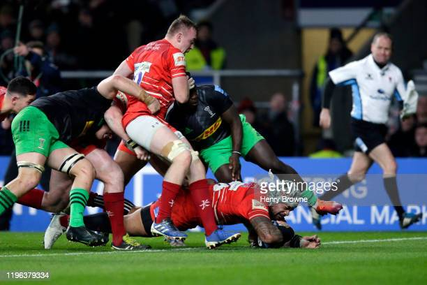 Jordan Taufua of Leicester Tigers dives over to score his side's second try during the Gallagher Premiership Rugby Big Game 12 match between...