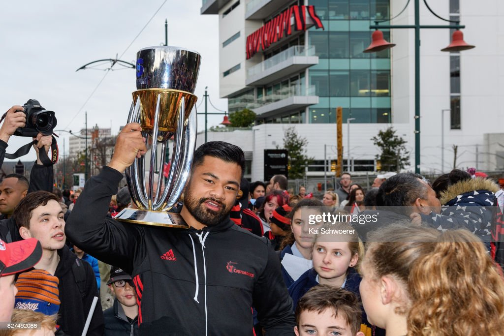 Jordan Taufua of the Crusaders lifts the Super Rugby Trophy during a parade at Christchurch Art Gallery on August 8, 2017 in Christchurch, New Zealand. The Crusaders beat the Lions to win the 2017 Super Rugby Final on Saturday night in Johannesburg.