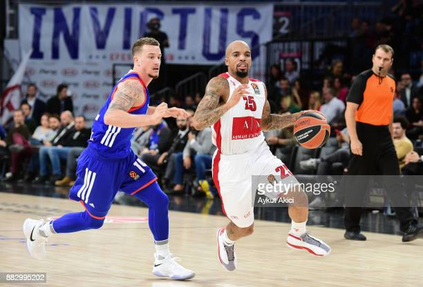 Jordan Theodore #25 of AX Armani Exchange Olimpia Milan competes with Josh Adams #14 of Anadolu Efes Istanbul during the 2017/2018 Turkish Airlines...