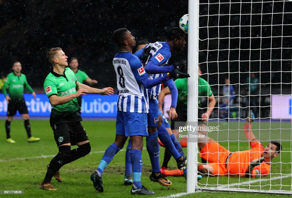 Jordan Torunarigha of Hertha BSC scores his team's second goal against goalkeeper Philipp Tschauner of Hannover 96 during the Bundesliga match between Hertha BSC and Hannover 96 at Olympiastadion on December 13, 2017 in Berlin, Germany.