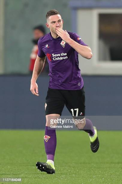 Jordan Veretout of ACF Fiorentina celebrates after scoring a goal during the Serie A match between ACF Fiorentina and FC Internazionale at Stadio...