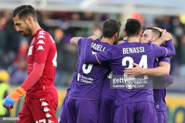 Jordan Veretout of ACF Fiorentina celebrates after scoring a goal during the Serie A match between ACF Fiorentina and US Sassuolo at Stadio Artemio...