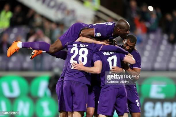 Jordan Veretout of ACF Fiorentina celebrates after scoring a goal during the serie A match between ACF Fiorentina and SS Lazio at Stadio Artemio...