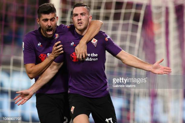 Jordan Veretout of ACF Fiorentina celebrates after scoring the opening goal during the Serie A match between ACF Fiorentina and AS Roma at Stadio...