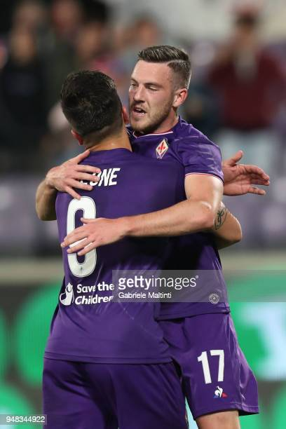 Jordan Veretout of ACF Fiorentina celebrates after scoring the second goal during the serie A match between ACF Fiorentina and SS Lazio at Stadio...