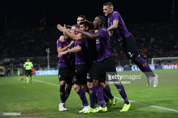 Jordan Veretout of ACF Fiorentina celebrates with teammates after scoring the opening goal during the Serie A match between ACF Fiorentina and AS...