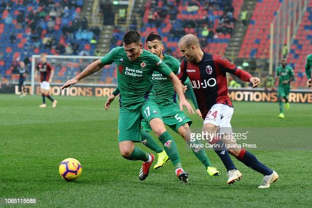 Jordan Veretout of ACF Fiorentina in action during the Serie A match between Bologna FC and ACF Fiorentina at Stadio Renato Dall'Ara on November 25...