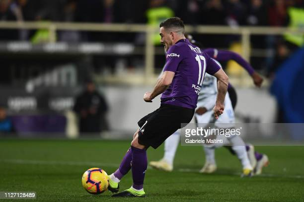 Jordan Veretout of ACF Fiorentina scores a goal during the Serie A match between ACF Fiorentina and FC Internazionale at Stadio Artemio Franchi on...