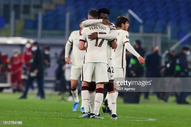 Jordan Veretout of AS Roma and Amadou Diawara of AS Roma celebrating the win during the UEFA Europa League Quarter Final: Leg Two match between AS...