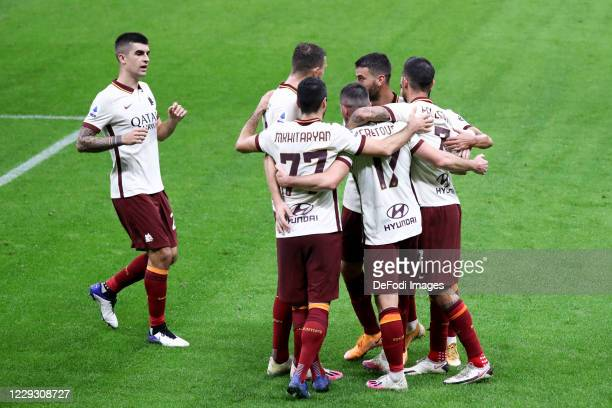 Jordan Veretout of AS Roma clebrates after scoring his team's second goal with teammates during the Serie A match between AC Milan and AS Roma at...