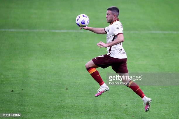 Jordan Veretout of AS Roma controls the ball during the Serie A match between AC Milan and AS Roma at Stadio Giuseppe Meazza on October 26 2020 in...
