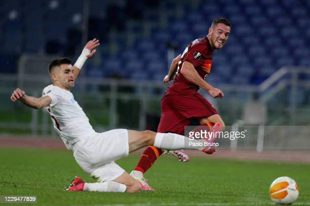 Jordan Veretout of AS Roma kicks the ball during the UEFA Europa League Group A stage match between AS Roma and CFR Cluj at Stadio Olimpico on...