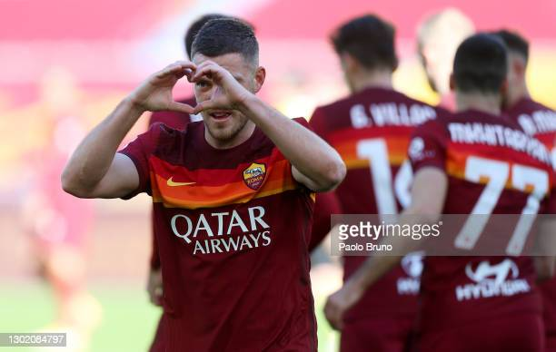 Jordan Veretout of Roma celebrates after scoring their team's second goal during the Serie A match between AS Roma and Udinese Calcio at Stadio...