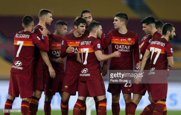Jordan Veretout of Roma celebrates with team mates after scoring their sides second goal during the Serie A match between AS Roma and Torino FC at...