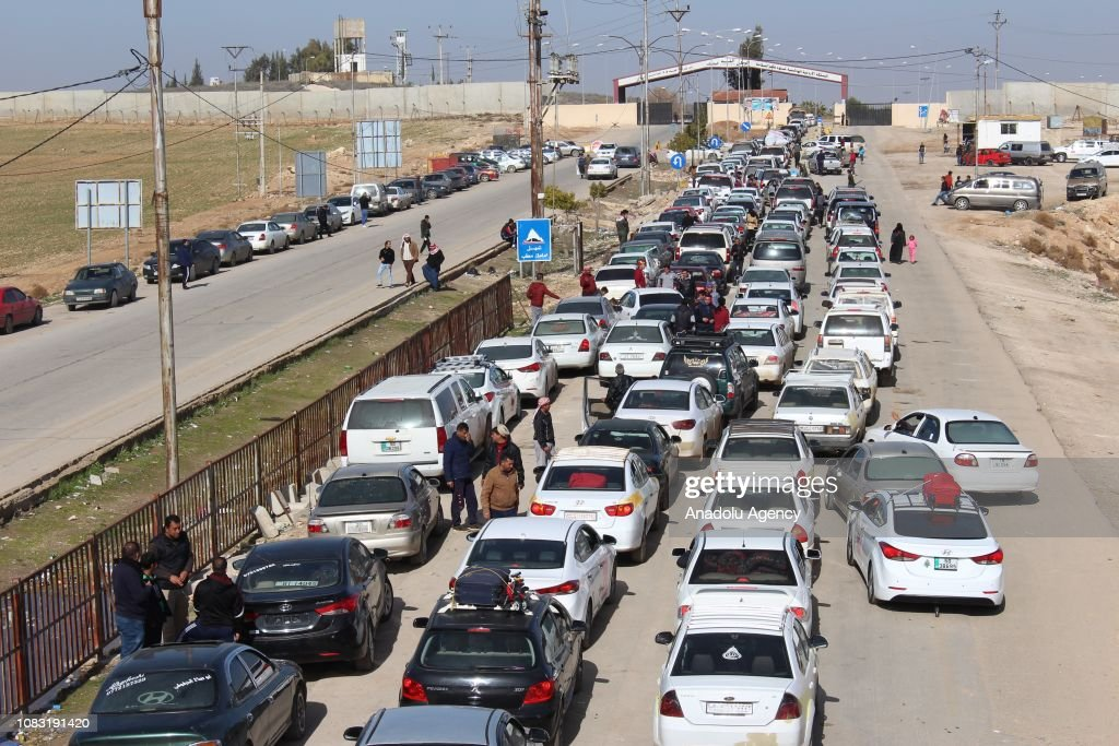 Border gate procedures make difficult the crossing between Syria-Jordan : News Photo