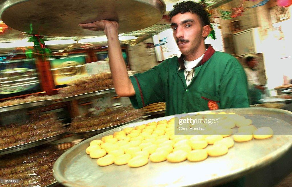Beautiful Jordan Eid Al-Fitr Food - jordanian-pastry-chef-carries-trays-full-of-pastries-on-the-first-day-picture-id1673389?k\u003d6\u0026m\u003d1673389\u0026s\u003d612x612\u0026w\u003d0\u0026h\u003de2z57ZL7LapXQhlRplXvBzO8gBr7DnWF7aaBK_6h7lI\u003d  Pic_144492 .com/photos/jordanian-pastry-chef-carries-trays-full-of-pastries-on-the-first-day-picture-id1673389?k\u003d6\u0026m\u003d1673389\u0026s\u003d612x612\u0026w\u003d0\u0026h\u003de2z57ZL7LapXQhlRplXvBzO8gBr7DnWF7aaBK_6h7lI\u003d