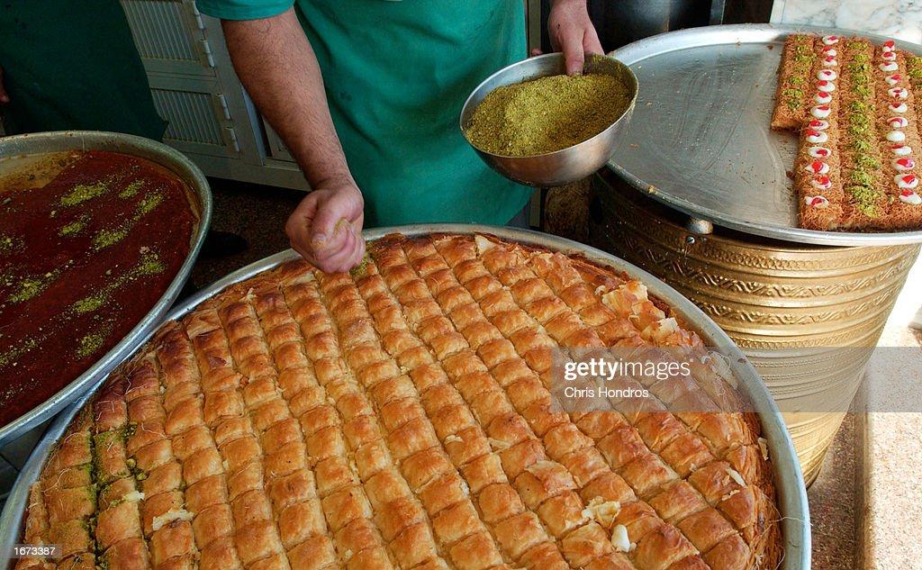 Simple Pastry Eid Al-Fitr Food - jordanian-pastry-chef-puts-crushed-pistachio-nuts-on-patries-on-the-picture-id1673387?k\u003d6\u0026m\u003d1673387\u0026s\u003d612x612\u0026w\u003d0\u0026h\u003dvbgv0XjjXxGFdc-fcMCbCNrUNzGR0_idvPS-8kvIBm4\u003d  Perfect Image Reference_939525 .com/photos/jordanian-pastry-chef-puts-crushed-pistachio-nuts-on-patries-on-the-picture-id1673387?k\u003d6\u0026m\u003d1673387\u0026s\u003d612x612\u0026w\u003d0\u0026h\u003dvbgv0XjjXxGFdc-fcMCbCNrUNzGR0_idvPS-8kvIBm4\u003d