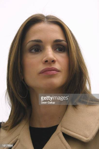 Jordanian Queen Rania visits the Picasso Room of the newlyopened Pinakothek Museum of Modern Art October 24 2002 in Munich Germany Queen Rania and...