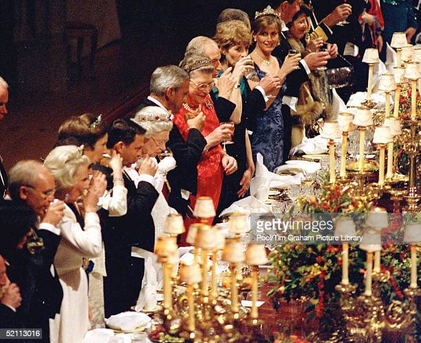 Jordanian State Visit Banquet At Windsor Castle. The Queen Making A Toast. King Abdullah Is Next To The Queen , Sophie Countess Wessex At Top Of...