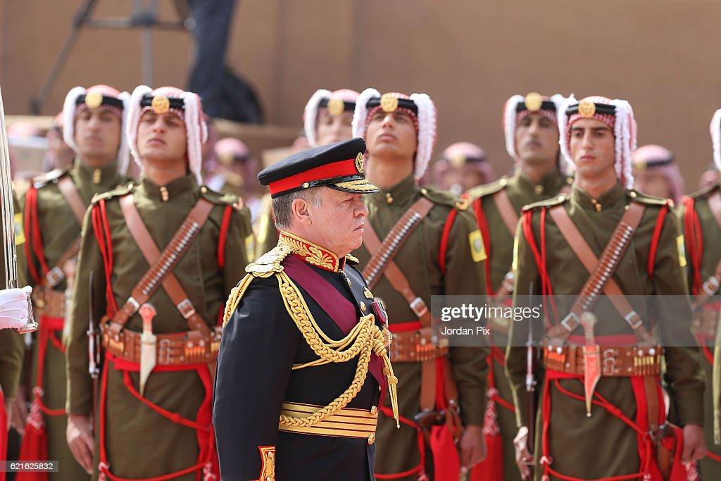 JOR: King Abdullah Attends State Opening Of Jordanian Parliament : Nieuwsfoto's