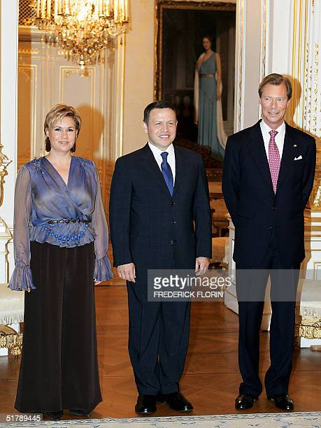 Jordan's King Abdullah II poses with Luxembourg Great Duke Henri and Great Duchess Maria Teresa 24 November 2004 at the palace in Luxembourg King...