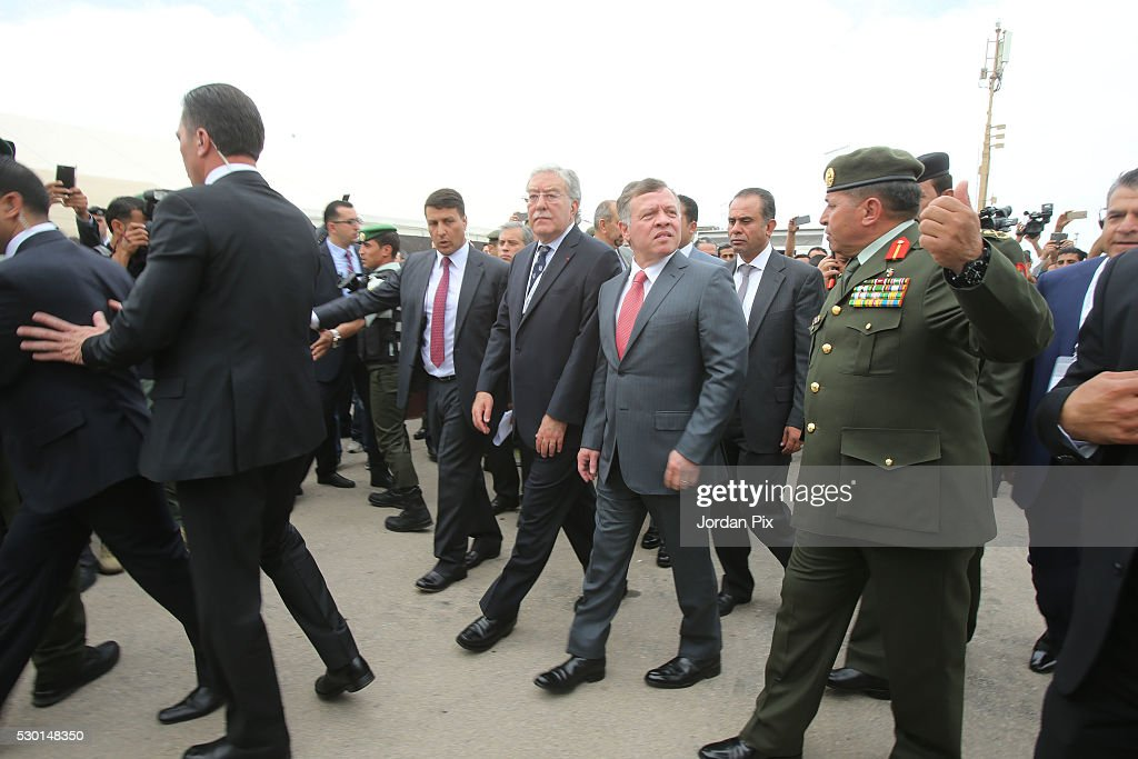 Jordan's King Abdullah II tours the US pavilion with US