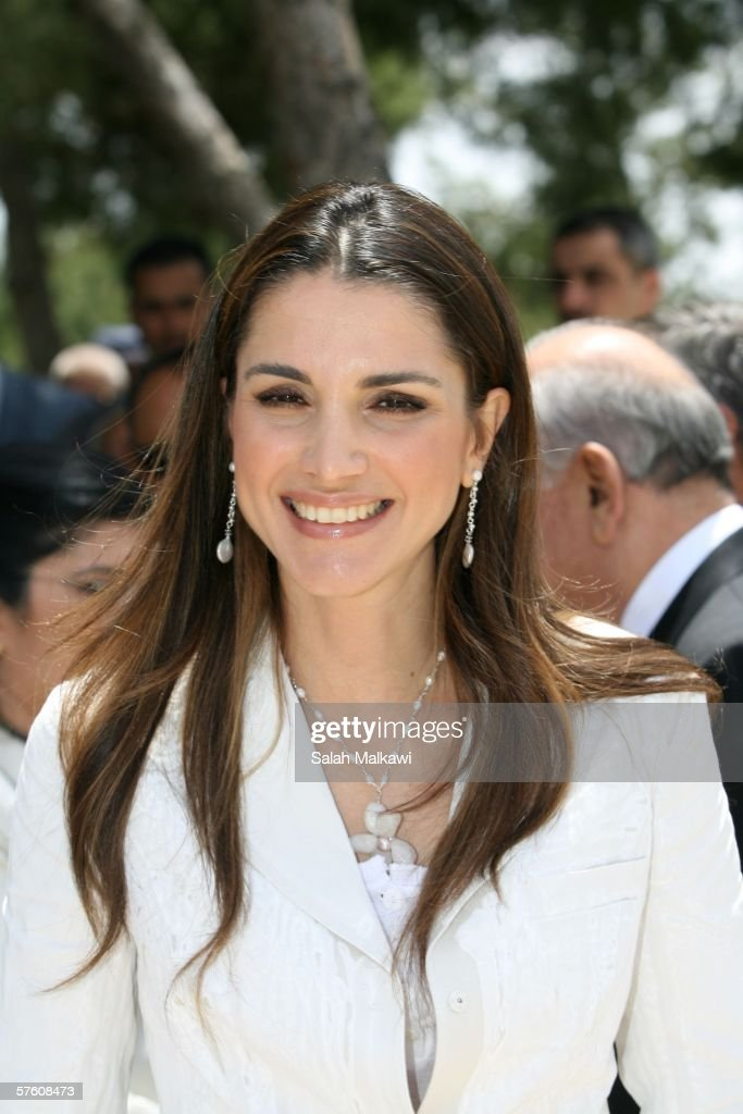 jordan 39 s queen rania arrives at the princess sumaya university for photo d 39 actualit getty. Black Bedroom Furniture Sets. Home Design Ideas