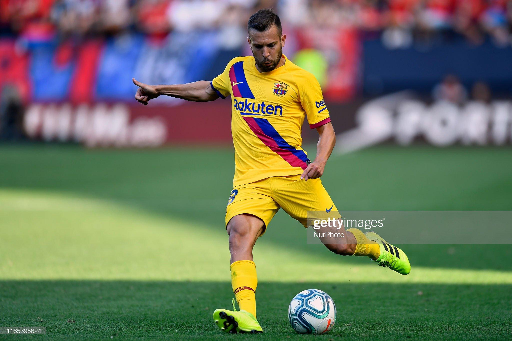 صور مباراة : أوساسونا - برشلونة 2-2 ( 31-08-2019 )  Jordi-alba-of-barcelona-shooting-to-goal-during-the-liga-match-ca-picture-id1165395624?s=2048x2048