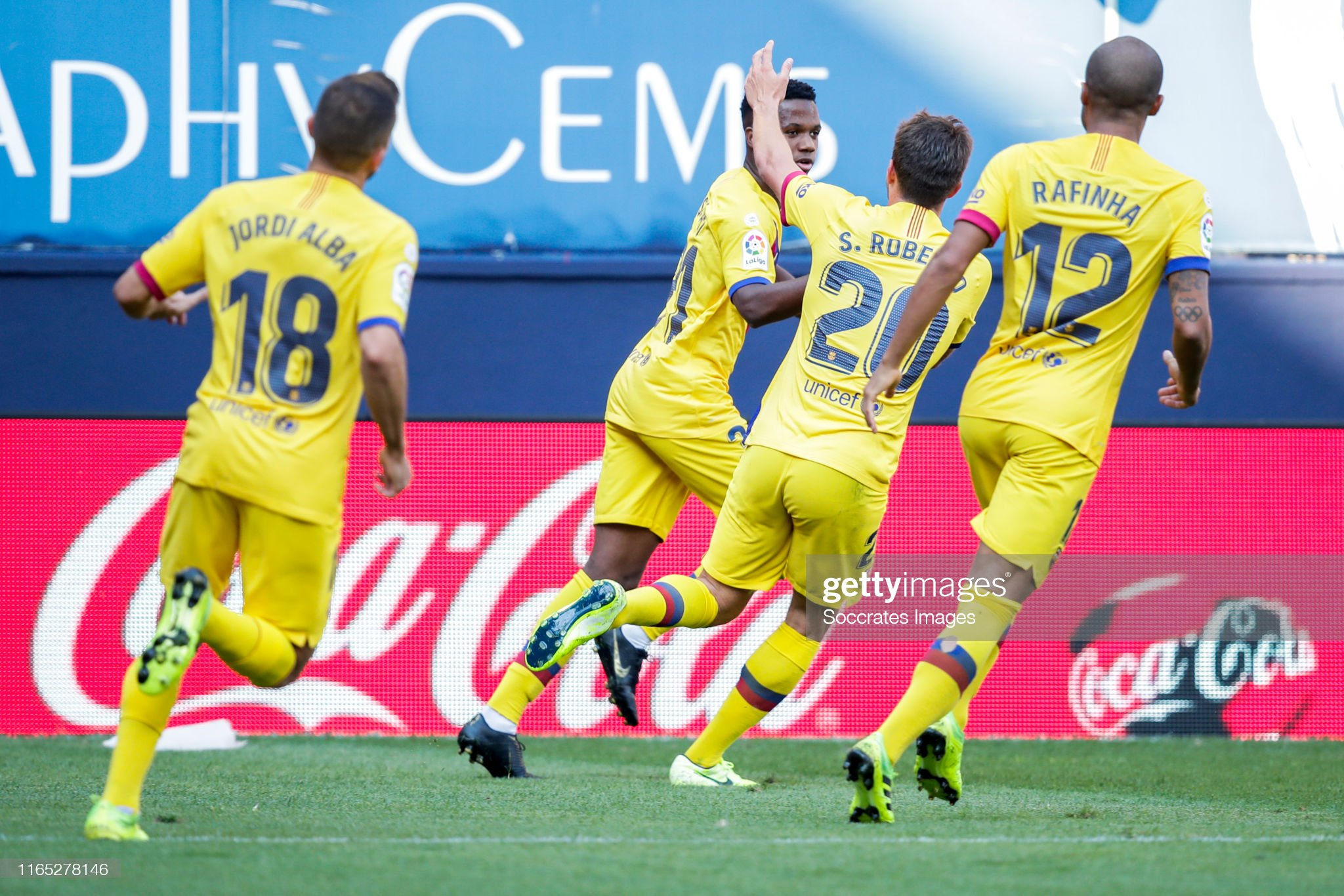 صور مباراة : أوساسونا - برشلونة 2-2 ( 31-08-2019 )  Jordi-alba-of-fc-barcelona-ansu-fati-of-fc-barcelona-sergi-roberto-of-picture-id1165278146?s=2048x2048