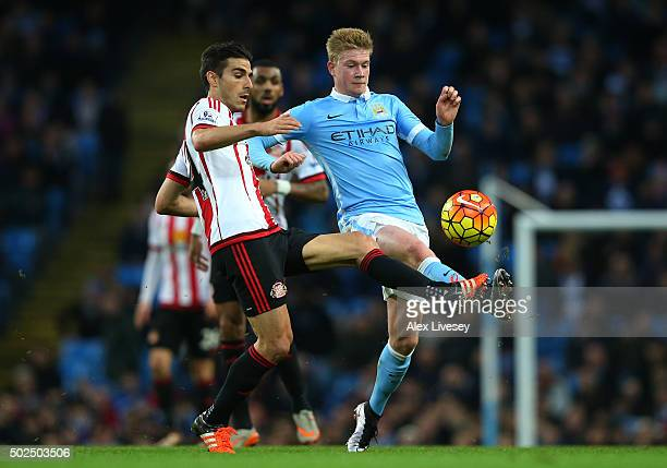 Jordi Gomez of Sunderland and Kevin De Bruyne of Manchester City battle for the ball during the Barclays Premier League match between Manchester City...