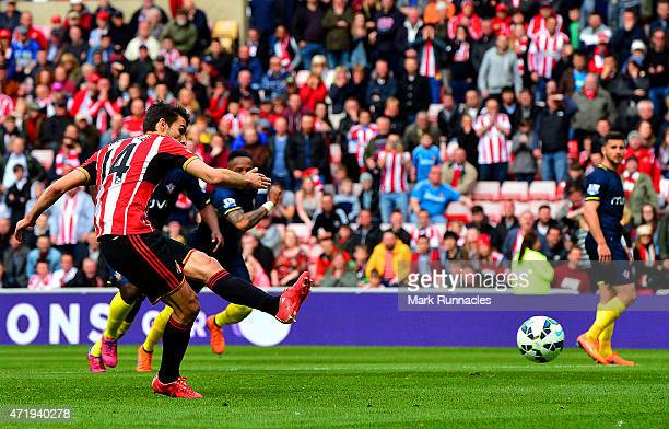 Jordi Gomez of Sunderland scores from the penalty spot during the Barclays Premier League match between Sunderland and Southampton at Stadium of...