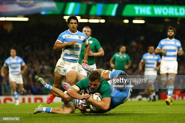 Jordi Murphy of Ireland scores his team's second try during the 2015 Rugby World Cup Quarter Final match between Ireland and Argentina at the...