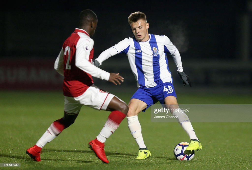 Jordi Osei-Tutu of Arsenal and Oleg Reabciuk of Porto battle for possession during the Premier League International Cup match between Arsenal and Porto at Meadow Park on November 17, 2017 in Borehamwood, England.