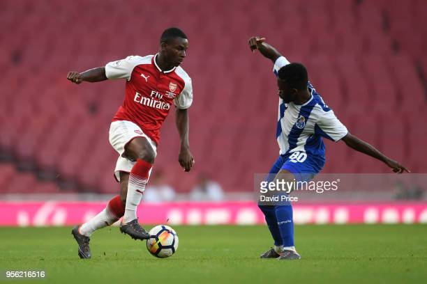 Jordi OseiTutu of Arsenal takes on Moreto Cassama of Porto during the match between Arsenal and FC Porto at Emirates Stadium on May 8 2018 in London...