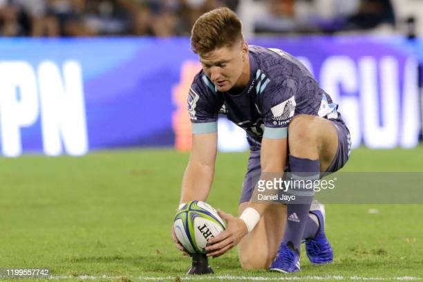 Jordie Barrett of Hurricaneslines the ball during a match between Jaguares and Hurricanes as part of Super Rugby 2020 at José Amalfitani Stadium on...