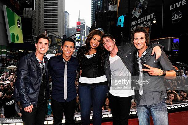 Jordin Spark poses with Logan Henderson Carlos Pena Kendall Schmidt and James Maslow of Big Time Rush pose during Nickelodeon's Big Time Rush...