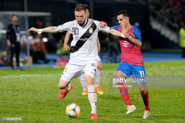 Jordon Mutch of Gyeongnam battles Gonzalo Carrera of Johor Darul Ta'zim during the AFC Champions League Group E match between Johor Darul Ta'zim and...