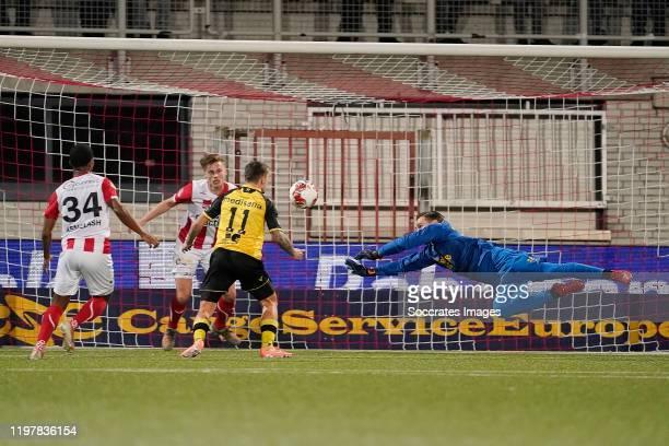 Jordy Croux of Roda JC, Damien Perquis of Top Oss, Henk Dijkhuizen of Top Oss during the Dutch Keuken Kampioen Divisie match between TOP Oss v Roda...