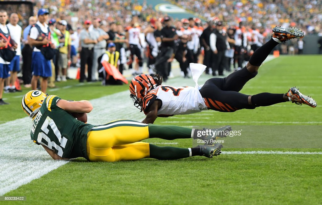 Jordy Nelson #87 of the Green Bay Packers catches a touchdown pass late in the fourth quarter against the Cincinnati Bengals at Lambeau Field on September 24, 2017 in Green Bay, Wisconsin.