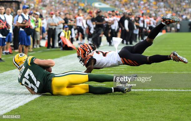 Jordy Nelson of the Green Bay Packers catches a touchdown pass late in the fourth quarter against the Cincinnati Bengals at Lambeau Field on...