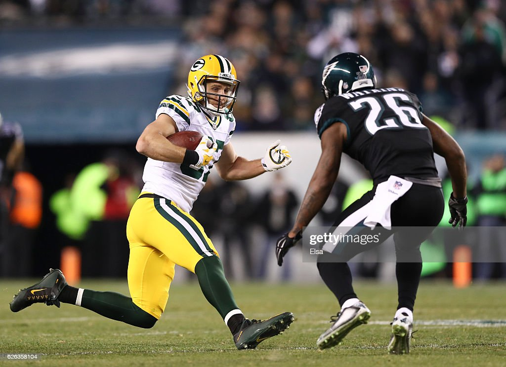 Jordy Nelson #87 of the Green Bay Packers runs with the ball against Jaylen Watkins #26 of the Philadelphia Eagles in the fourth quarter at Lincoln Financial Field on November 28, 2016 in Philadelphia, Pennsylvania.