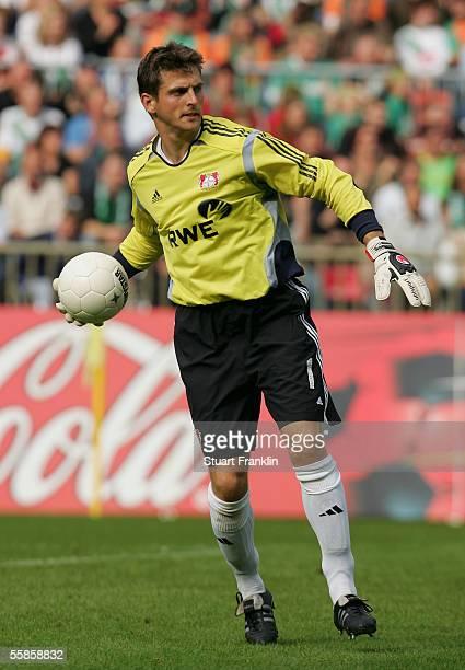 Jorg Butt of Bayer 04 Leverkusen during the Bundesliga match between Werder Bremen and Bayer Leverkusen at the Weser Stadium on Septembert 24, 2005...