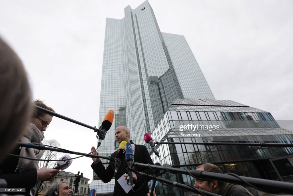 DEU: Deutsche Bank and Commerzbank Say They're in Merger Talks