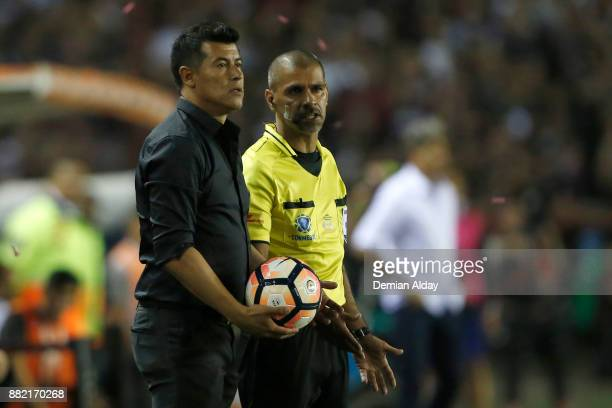 Jorge Almiron coach of Lanues looks on during the second leg match between Lanus and Gremio as part of Copa Bridgestone Libertadores 2017 Final at...