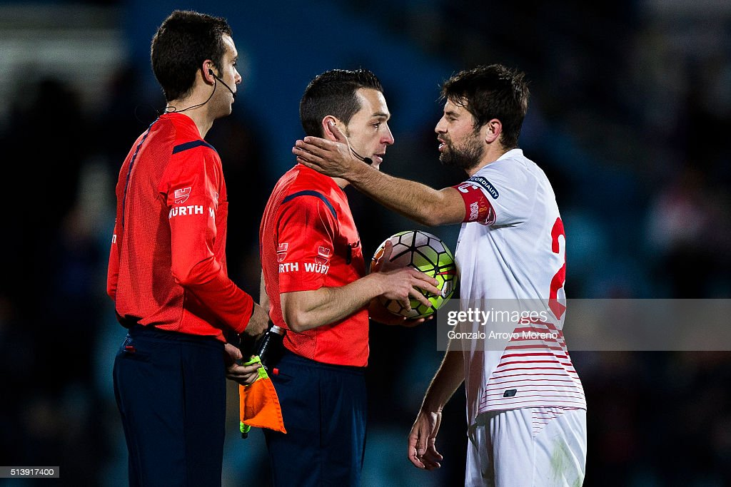 Jorge Andujar Moreno alias Coke (R) of Sevilla FC protests to referee Prieto Iglesias (2ndL) during the La Liga match between Getafe CF and Sevilla CF at Coliseum Alfonso Perez on March 5, 2016 in Getafe, Spain.